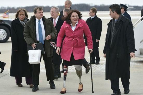 Nữ thượng nghị sĩ Mỹ đầu tiên sinh con khi còn đang tại chức - Ảnh 1