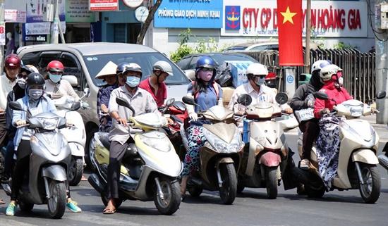Dự báo thời tiết ngày 23/4: Hà Nội  mưa rải rác, Sài Gòn nắng 36 độ C - Ảnh 1