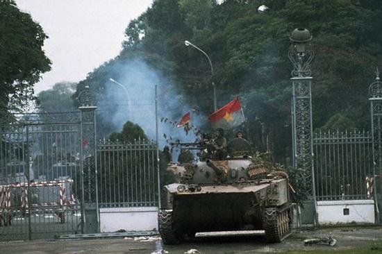 Sài Gòn ngày tháng Tư lịch sử qua ngòi bút của nhà báo quốc tế - Ảnh 1