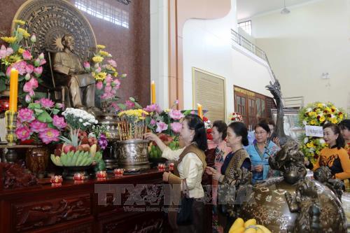 Hoạt động kỷ niệm 128 năm ngày sinh Chủ tịch Hồ Chí Minh tại Lào và Cuba - Ảnh 1