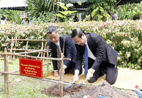 Hoạt động kỷ niệm 128 năm ngày sinh Chủ tịch Hồ Chí Minh tại Lào và Cuba - Ảnh 2