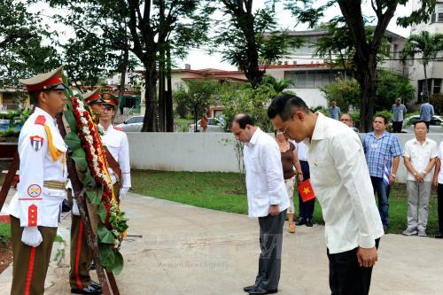 Hoạt động kỷ niệm 128 năm ngày sinh Chủ tịch Hồ Chí Minh tại Lào và Cuba - Ảnh 3