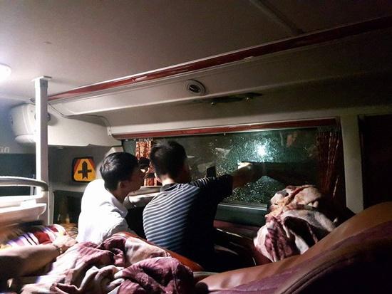 Xe khách chạy tuyến Quảng Ninh - Thanh Hóa liên tiếp bị côn đồ đập phá - Ảnh 2