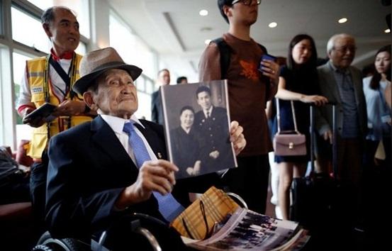 Xúc động các gia đình Hàn Quốc tới Triều Tiên đoàn tụ với thân nhân sau 65 năm chia cách - Ảnh 3