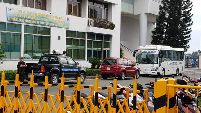 9 du khách Việt bị đánh bom ở Ai Cập vừa về đến Tân Sân Nhất an toàn - Ảnh 2