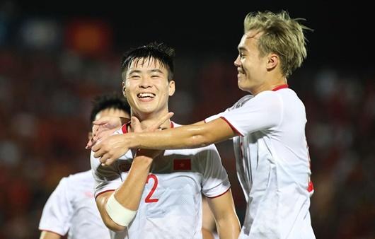 """Việt Nam 3 - 1 Indonesia: """"Những chiến binh sao vàng"""" ca khúc khải hoàn trên sân khách - Ảnh 1"""