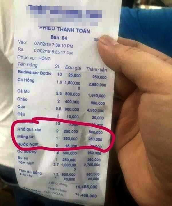 Quán ăn ở Nha Trang bị tố 'chặt chém' khách, đĩa mồng tơi giá 250 nghìn đồng - Ảnh 1