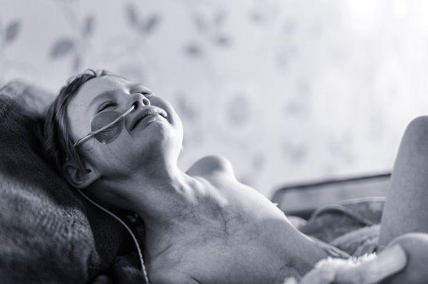 Người cha chia sẻ ảnh về cuộc chiến ung thư giai đoạn cuối của con gái - Ảnh 1