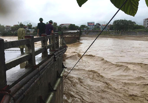 Yên Bái: mưa lũ khiến 4 người chết, thiệt hại khoảng 120 tỷ đồng - Ảnh 1