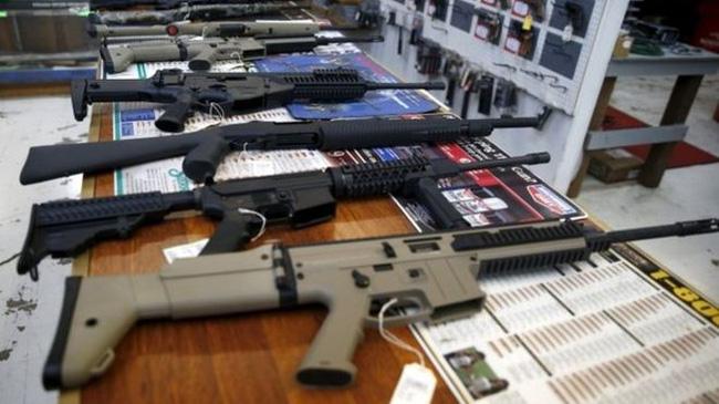 Giá cổ phiếu nhà sản xuất súng tăng vọt ở Mỹ sau vụ xả súng Las Vegas - Ảnh 1