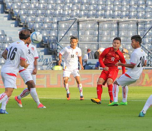 U.23 Việt Nam thắng đậm Myanmar: Quang Hải tỏa sáng - Ảnh 1