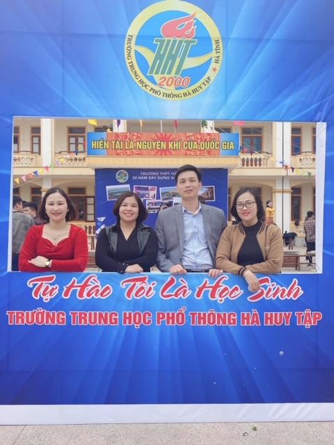 Trường THPT Hà Huy Tập : Tự hào 20 năm xây dựng và phát triển - Ảnh 8