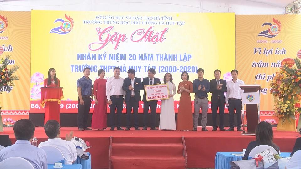 Trường THPT Hà Huy Tập : Tự hào 20 năm xây dựng và phát triển - Ảnh 10