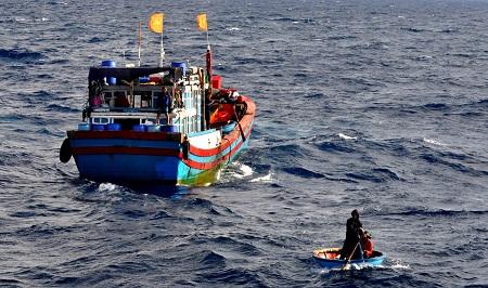 Bình Thuận: 1 người tử vong trong vụ tàu cá bị chìm - Ảnh 1
