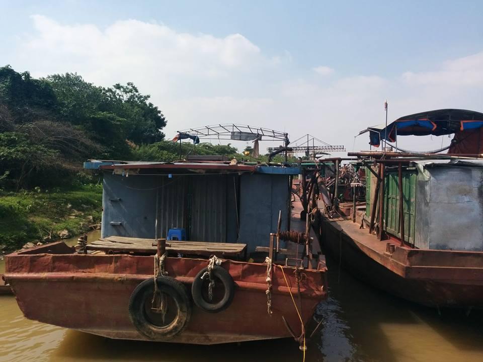 Hà Nội: Bắt giữ 15 tàu cát tặc trên sông Hồng - Ảnh 1