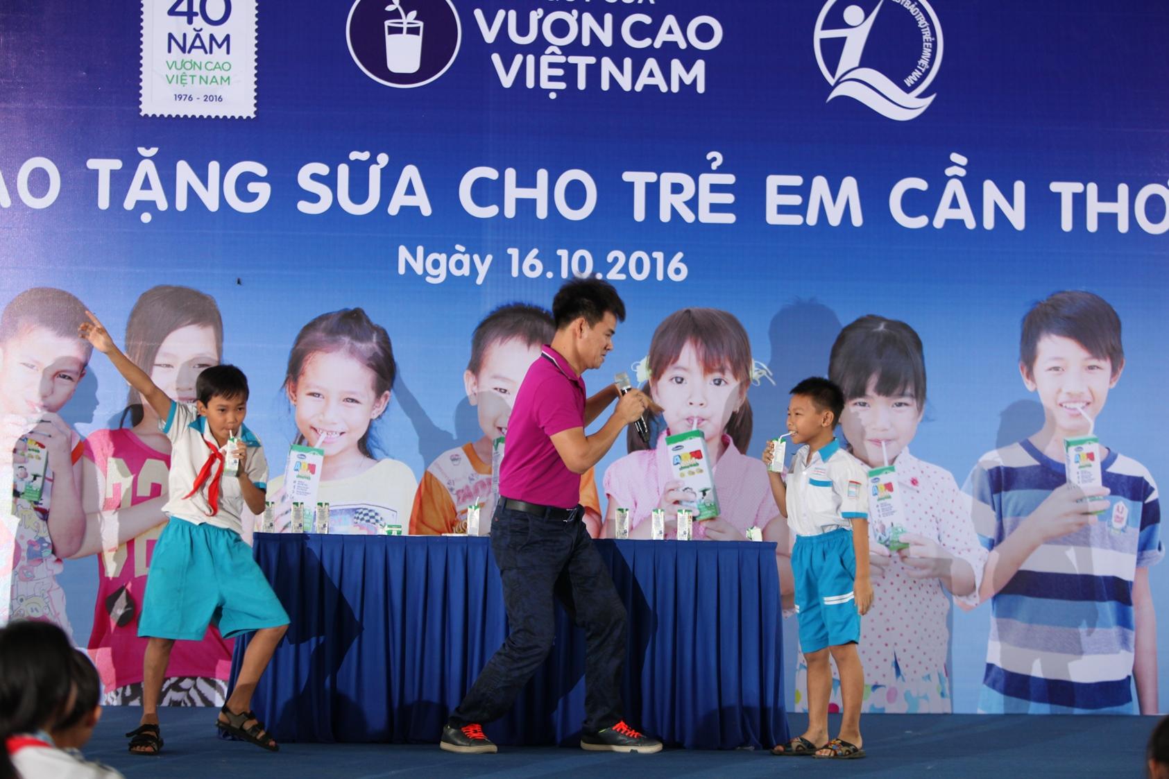 Vinamilk và Quỹ sữa Vươn cao Việt Nam trao tặng sữa cho trẻ em Cần Thơ - Ảnh 8