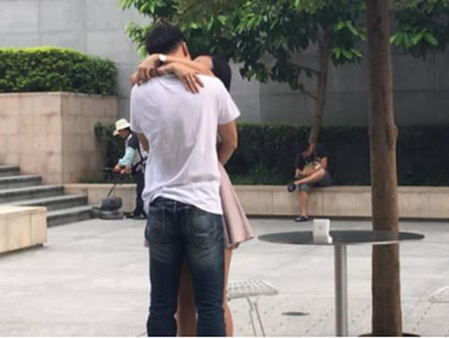 Cầu hôn bằng iPhone 7 hụt, chàng trai vẫn thành công - Ảnh 2