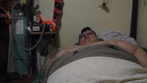 Người đàn ông nặng 500kg nỗ lực ăn kiêng để tự cứu lấy mình - Ảnh 2