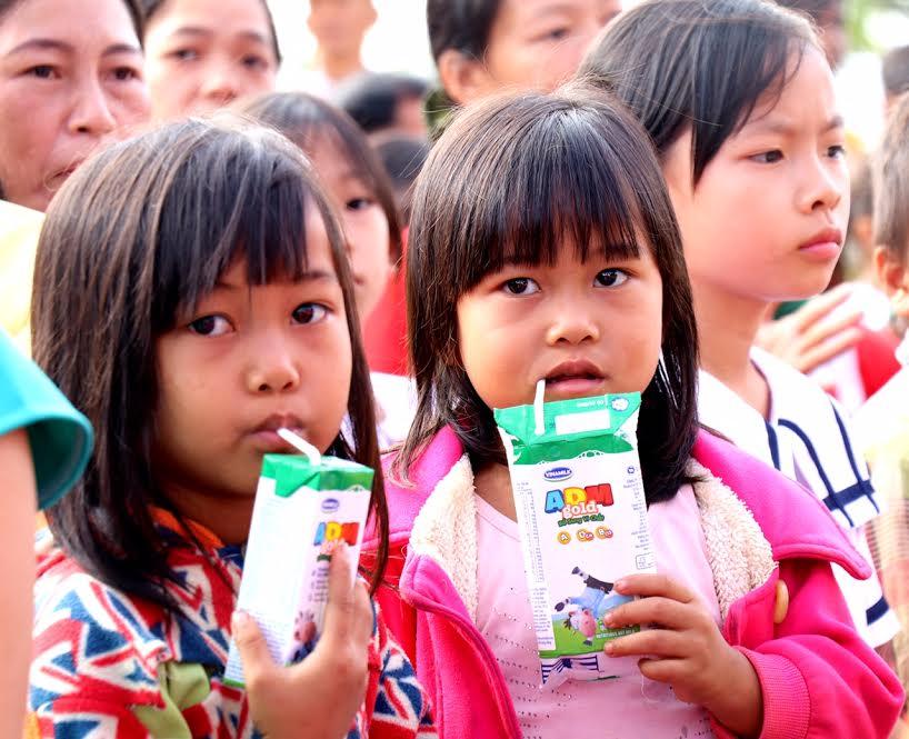 Vinamilk tiên phong mang chương trình sữa học đường đến với trẻ em Đắk Nông - Ảnh 10