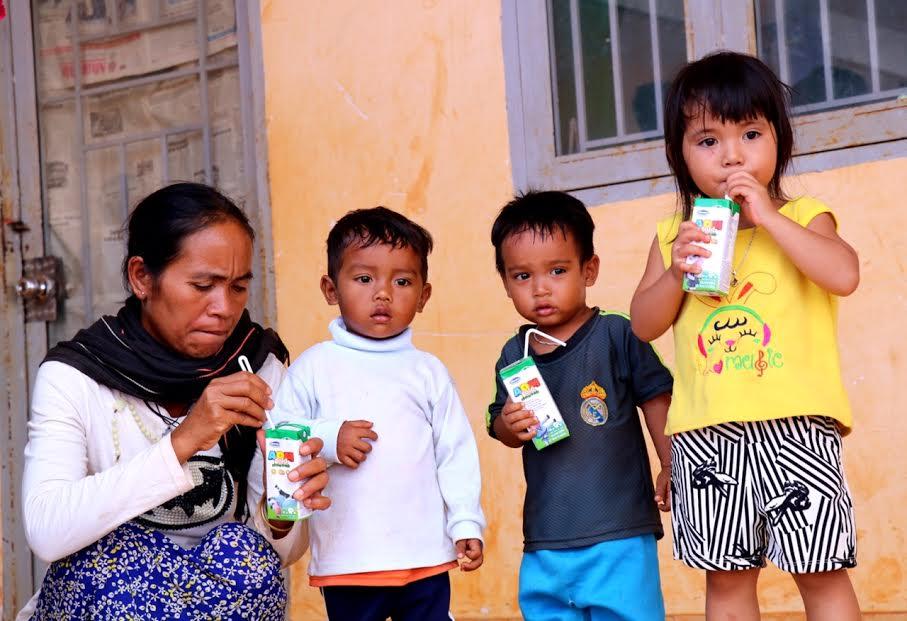 Vinamilk tiên phong mang chương trình sữa học đường đến với trẻ em Đắk Nông - Ảnh 12