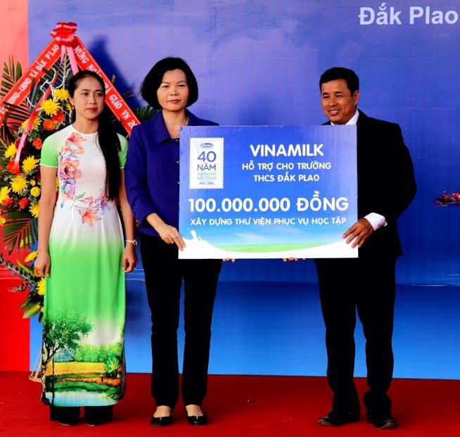 Vinamilk tiên phong mang chương trình sữa học đường đến với trẻ em Đắk Nông - Ảnh 6