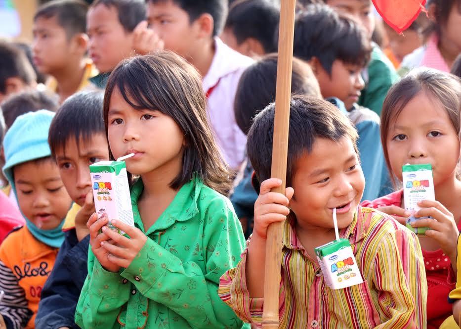Vinamilk tiên phong mang chương trình sữa học đường đến với trẻ em Đắk Nông - Ảnh 9