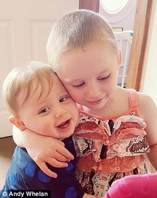 Cô bé trong bức ảnh gồng mình chiến đấu với căn bệnh ung thư đã qua đời - Ảnh 5
