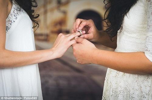 Chuyện lạ có thật: Mẹ kế quyết định kết hôn với con gái riêng của chồng - Ảnh 1