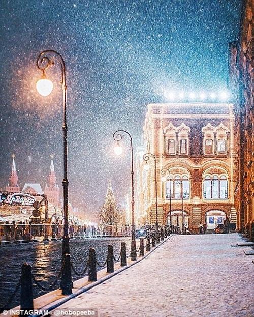 Mê mẩn cảnh tuyết rơi trắng xóa ở Nga - Ảnh 8