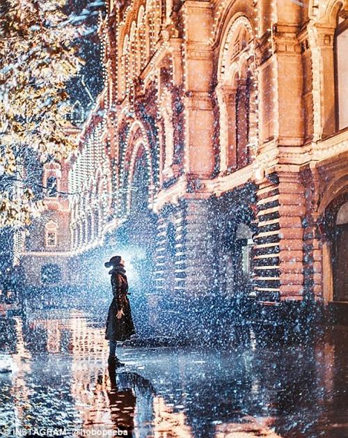 Mê mẩn cảnh tuyết rơi trắng xóa ở Nga - Ảnh 2