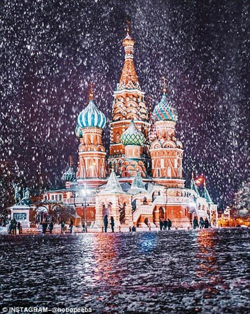 Mê mẩn cảnh tuyết rơi trắng xóa ở Nga - Ảnh 3