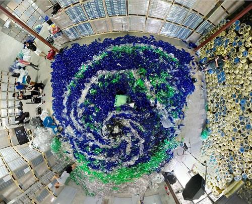 Chùm ảnh đáng suy ngẫm về rác thải nhựa và nàng tiên cá - Ảnh 7