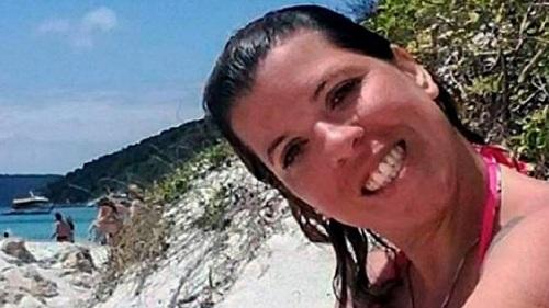 Bức ảnh của mẹ trên Facebook vô tình đã tố cáo sự thật với con gái - Ảnh 1