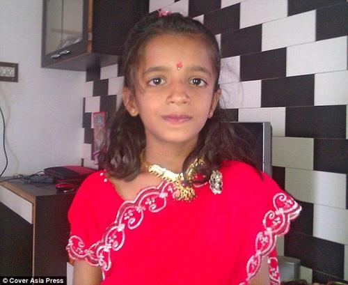 Bác sĩ phát hoảng vì cô bé Ấn Độ bị hàng ngàn con kiến làm tổ trong tai - Ảnh 1