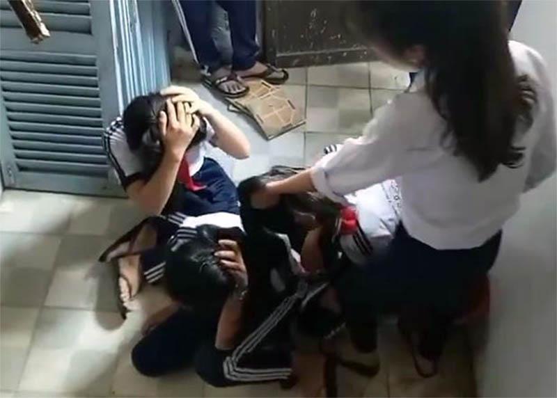 Vụ đuổi học 2 nữ sinh đánh bạn: Sẽ kỷ luật những học sinh có liên quan - Ảnh 1