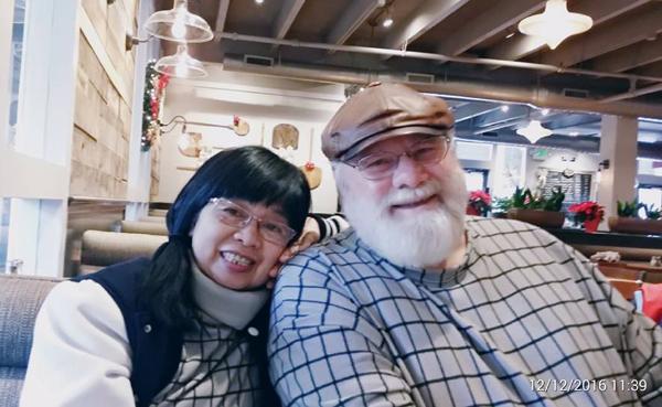 Xúc động chuyện mẹ đơn thân 60 tuổi tìm thấy hạnh phúc bên người đàn ông Mỹ  - Ảnh 1