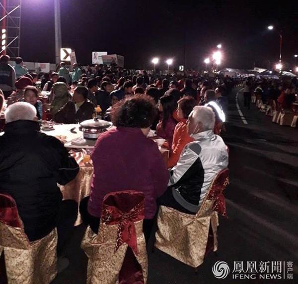 """Đám cưới """"khủng"""" của cặp đôi Đài Loan: Chi gần 3 tỷ đồng, bày 600 mâm cỗ giữa đường quốc lộ - Ảnh 5"""
