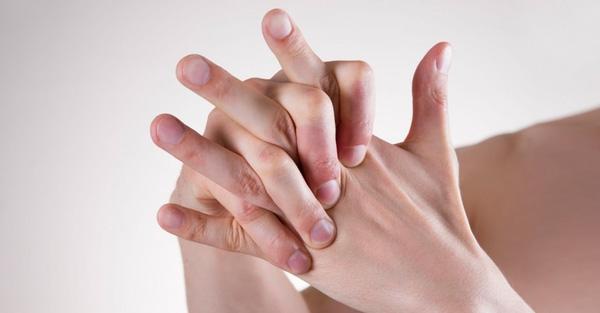 Coi chừng mắc bệnh hiểm nếu chân tay thường xuyên tê bì, ê buốt dù đã giữ ấm cơ thể - Ảnh 1