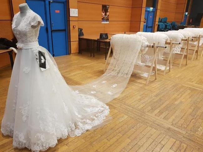 """Chiếc váy cưới """"khủng"""" dài hơn 8km phá sâu kỷ lục thế giới - Ảnh 1"""