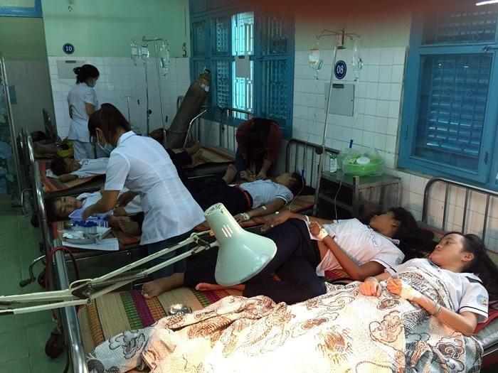 Ninh Thuận: 36 học sinh nhập viện sau bữa sáng - Ảnh 1