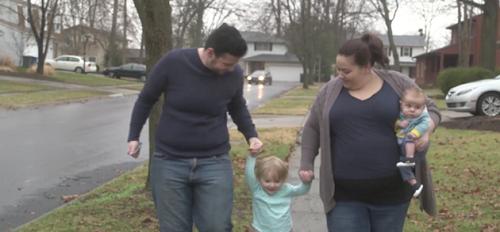 Người đàn ông chuyển giới sinh con thay vợ - Ảnh 1
