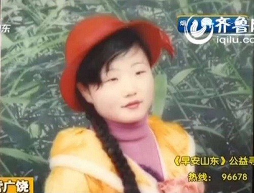Người mẹ bất ngờ tìm thấy con gái mất tích 15 năm qua clip hát rong trên mạng - Ảnh 2