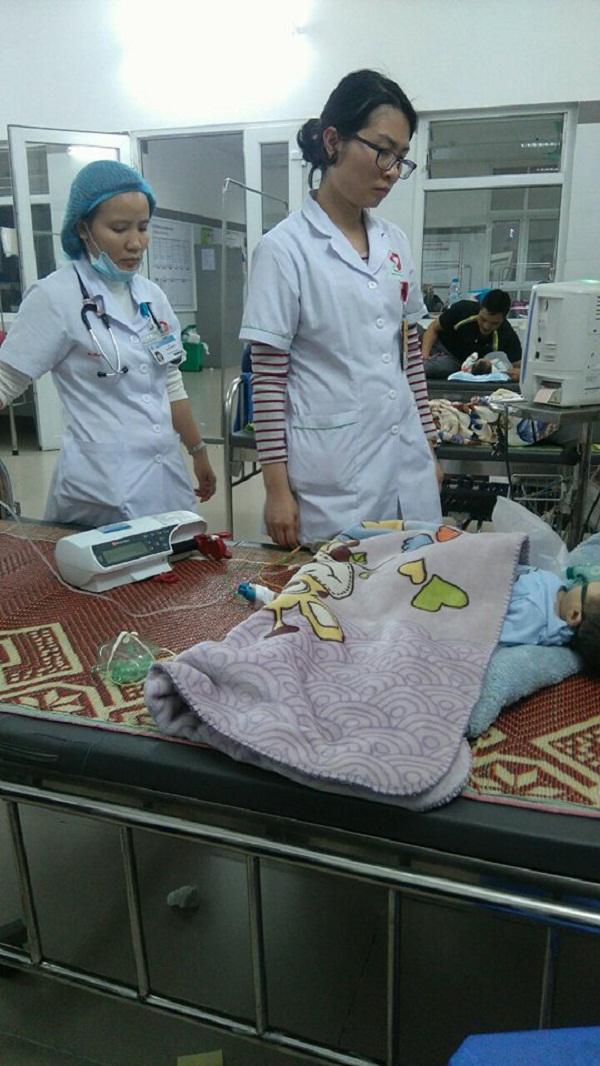 Vụ bé 8 tháng tuổi nghi bị tiêm nhầm thuốc: Đình chỉ công tác nữ điều dưỡng - Ảnh 1