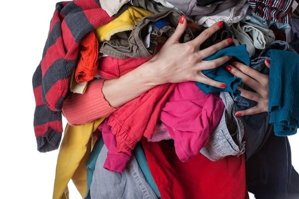 Tác hại khôn lường nếu mặc quần áo ẩm trong những ngày trời nồm - Ảnh 1