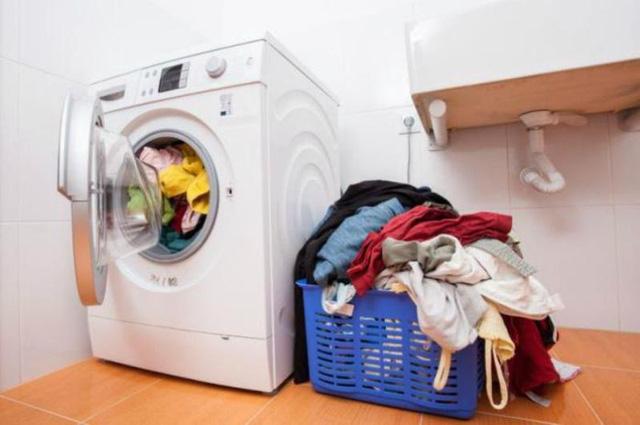 Tác hại khôn lường nếu mặc quần áo ẩm trong những ngày trời nồm - Ảnh 2
