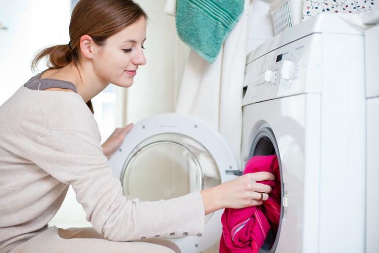 Tác hại khôn lường nếu mặc quần áo ẩm trong những ngày trời nồm - Ảnh 3
