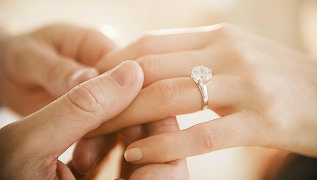 Lễ tình nhân 14/2: 7 gợi ý quà tặng Valentine cho người yêu ý nghĩa, lãng mạn nhất - Ảnh 2