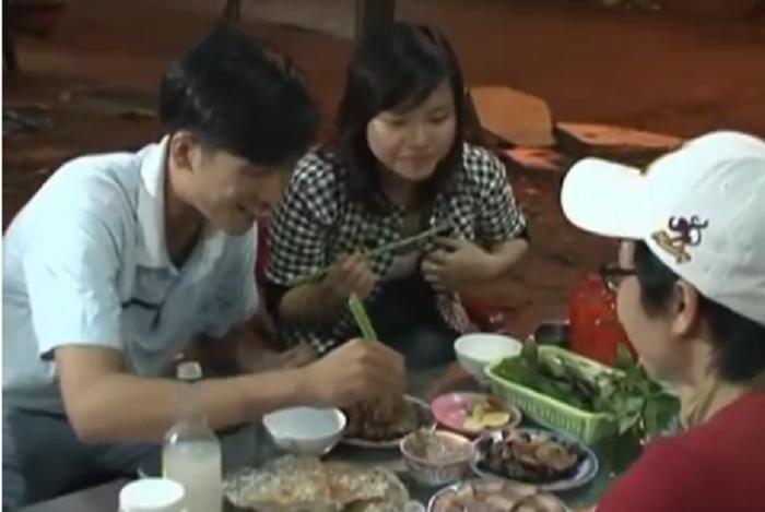 Chương trình dạy ăn thịt chó phát sóng trên truyền hình khiến dân mạng phẫn nộ - Ảnh 1