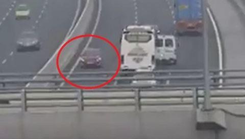 Phạt 7,5 triệu đồng nữ tài xế lái xe ôtô ngược chiều trên cao tốc Hà Nội - Hải Phòng - Ảnh 1