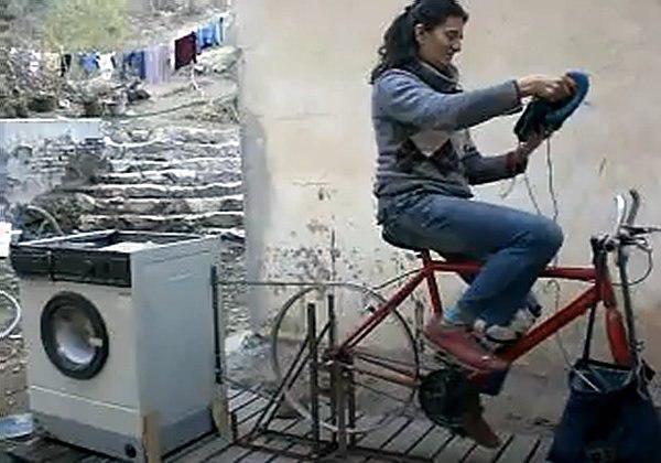 Máy giặt chạy bằng sức người không tốn điện lại giảm béo bụng được chị em 'săn lùng' - Ảnh 2
